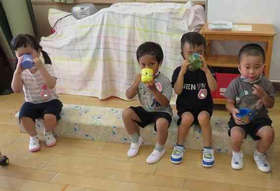 うさぎ水分補給3歳児.jpg